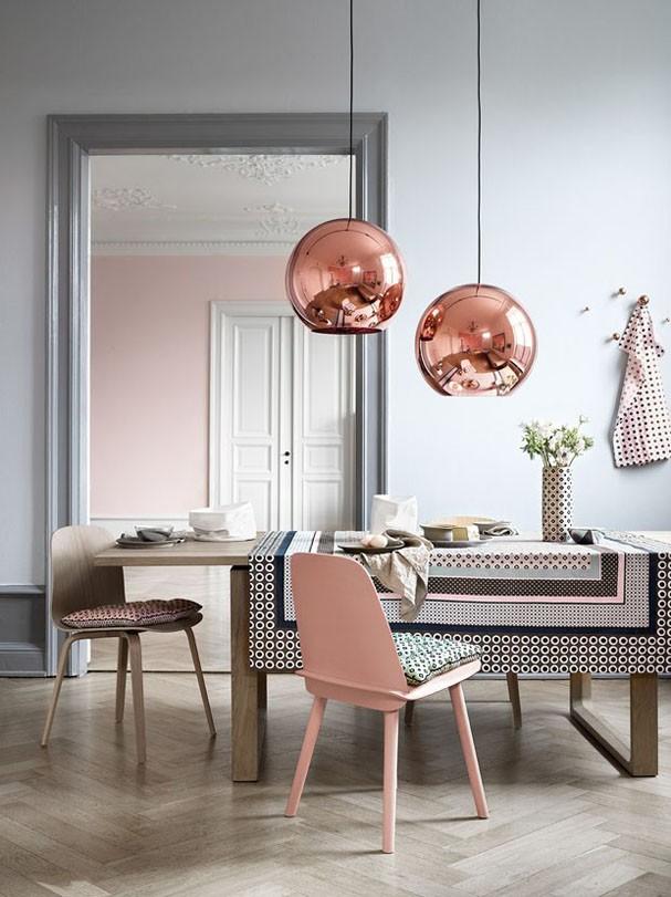 Rose quartz + luminárias em cobre Tom Dixons
